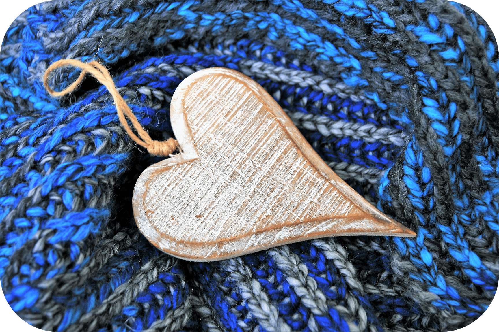Wooden heart, blue knitted blanket